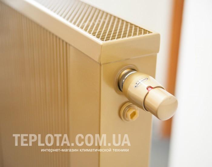 Радиаторы Rerulus Sollarius (Польша) - медно-аллюминиевые радиаторы с нижним центральным подключением труб, которые можно сделать высотой 1200 мм, покрасить в выбранный цвет палитры RAL и укомплектовать термоголовкой бронзового цвета. Декоративные радиаторы Rerulus Sollarius в интернет магазине Теплота